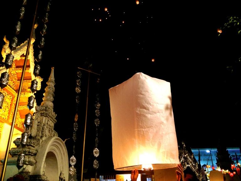 chiang mai yi peng lantern festival